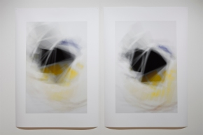 «Fading Icons (variations sur «Aéroplane en vol » de Kasimir Malévitch)», 2011, impressions au jet d'encre sur papier chiffon (photographie), 2 éléments de 127 x 94 cm