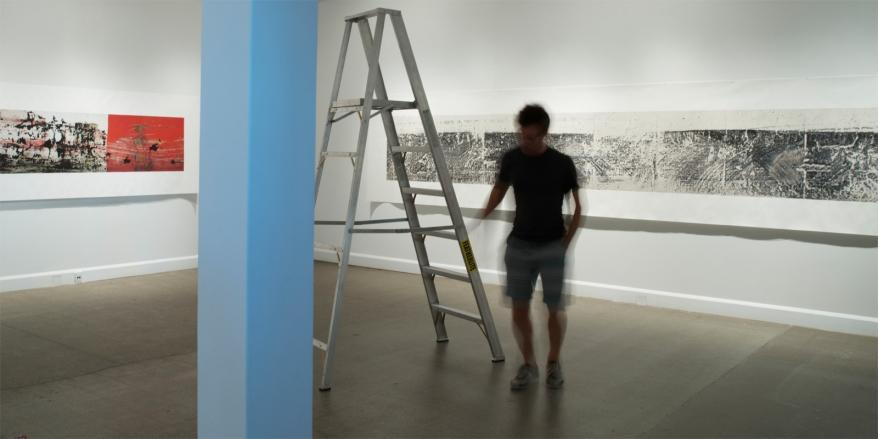 Montage de l'exposition «Isoler - rassembler - dissoudre », Langage plus, Alma, 2014